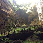 en bas du gouffre de padirac, avant d'entrer dans la grotte
