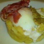 Huevo papas jamón y foie