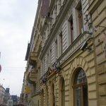 Vista de la calle Legerova donde está el hotel