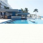 New swim up pool at the riu cancun