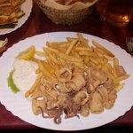 calamari fritti con patatine fritte