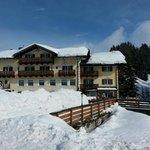 L'hotel visto dalla pista da sci