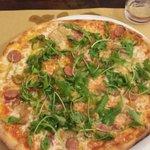 Pizza salsiccia porcini provola wurstel rucola