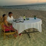 unforgettable dinner by the beach