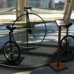 Monociclos expuestos en el Museo de las Ciencias.