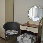 Ayna Ve Sandalye