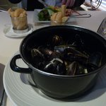 Mussels with triple fried chips