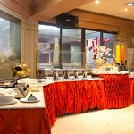 Breakfast and other meals can be taken at the Seaking Garden Restaurant, a short walk away at ou