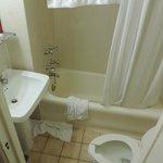 La vraie salle de bain, pas la photo pub disponible !!