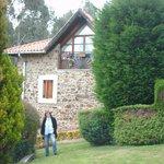 Fachada de la casa vista desde el jardin