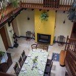 La pièce centrale, conviviale et aux goûts très hispaniques, où l'on prend le petit déjeuner
