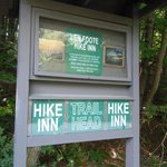 Sign for the trail to the Hike Inn