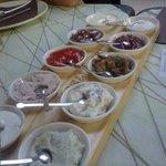 i condimenti (la foto scattata mi è stata inviata da un amico che ha cenato qualche giorno dopo)