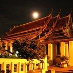 臥佛寺月圓夜景