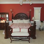 La chambre à coucher avec meubles anciens