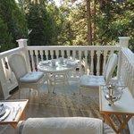 La vue depuis la terrasse de la suite où est servi le petit-déjeuné