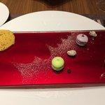 Currycracker und würzige Macarons