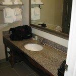 Sink area bathroom.