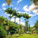 Le jardin de l'hôtel Canella Beach
