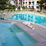 Piscine de l'hôtel Canella Beach