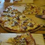 Pizza mixta familiar (de la casa y calabresa)