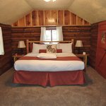 nice big bed with clean linens