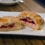 raspberry & cream cheese croissant