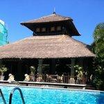 Vista della piscina e della lounge