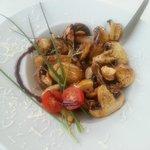 Entrada de cogumelos brancos frescos flamejados com molho de soja :)