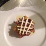 Tarte fine rhubarbe sous son foie chaud