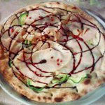 Questo è il risultato creativo del pizzaiolo che ha esaudito le mie richieste. Eccellente!