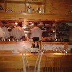 Bar y cocina activos y atractivos.