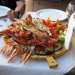 La specialità del ristorante: la catalana (per tre, nella foto)