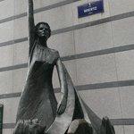 Estátua representativa da U. E.
