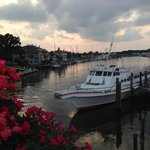 Blue Water is a short walk to the marina w/restaurants and shops