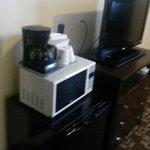 Frigorifero, microonde e macchina del caffè