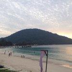 Blick vom Strand zu Kecil Island