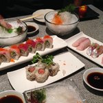 lots of great sushi/sashimi - average rolls