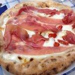 Pizza prosciutto e pomodorini
