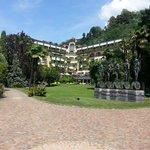 Blick auf Hotel und Park