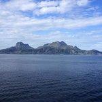 港近くの離れ小島、、、形状が印象的だった