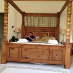 Drummond suite bed