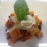Calamarata di Gragnano con pomodorini datterini, melanzane e scaglie di Grana