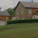 vue extérieure sur les logements en appart' à part avec leur grande terrasse équipée