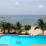 La piscine avec vue sur la mer