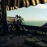notre table en terrasse avec une vue magnifique
