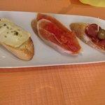 Toast Chèvre/origan, jambon/tomates et jambon iberico! Délicieux!