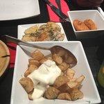 Patatas con allioli, merluza y croqueta jamon