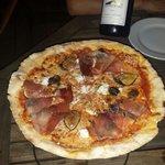 Pizza Pascal Paoli un pur délice et vin rouge Fiumicicoli un nectar