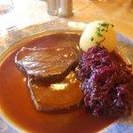 Beef slices in vinegar, dumplings, red cabbage